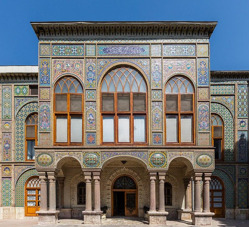 نمایی از ورودی ساختمان تالار سلام در کاخ گلستان.