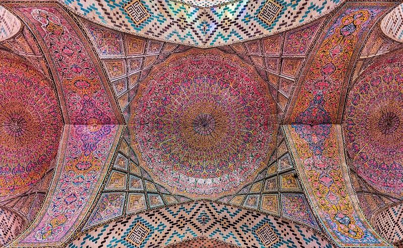 نمای درونی از سقف مسجد نصیر الملک